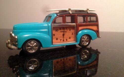 Fossil-Limited-Edition-Vintage-style-Woody-Surf-Car-Toy-Collectable-Timepiece