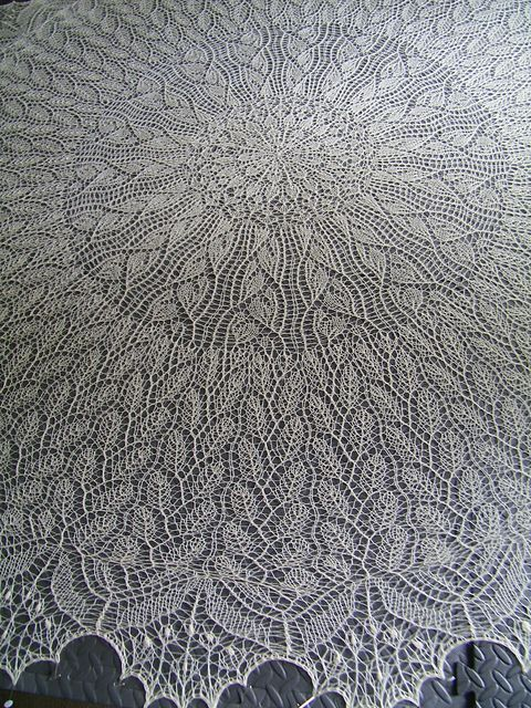 Beautiful Heliotaxis Pi Shawl pattern by Renata Brenner. Pattern is free on Ravelry: