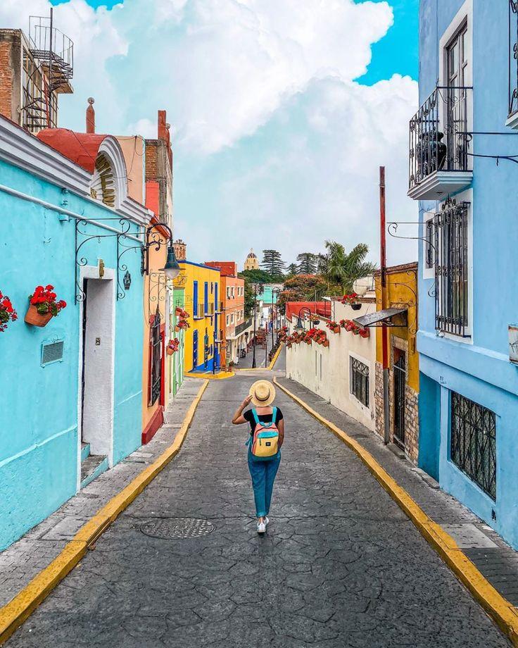 Atlixco, Puebla. Camilo & Gaby | Travel Couple (@planbviajero) • Fotos y vídeos de Instagram Beautiful Streets, Most Beautiful, Times Square, Instagram, Street View, World, Pictures, Photography, Travel