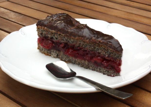 Recept na veľmi jednoduchú tortičku. Kombinácia mak, višňa a čokoláda u mňa jednoznačne vedie. Robila som ju dosť narýchlo, nie je dokonalá, ale aká božská.