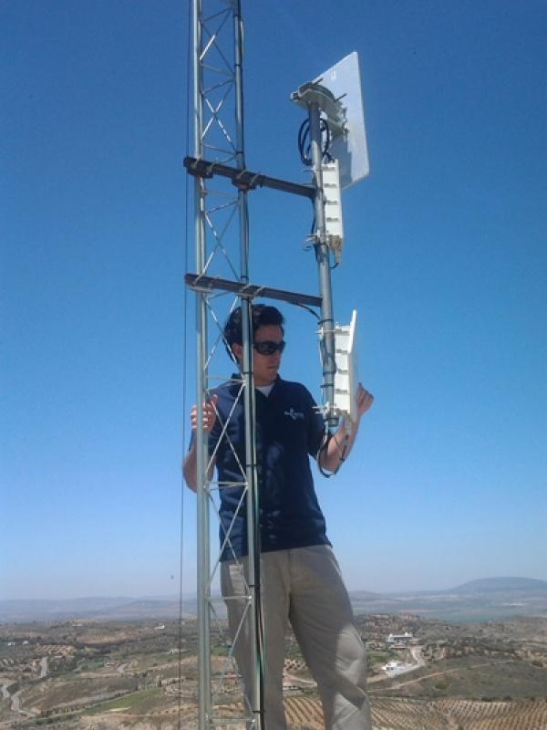 El equipo de Excom en la instalación Wimax de Antequera. Inicio de proyecto.