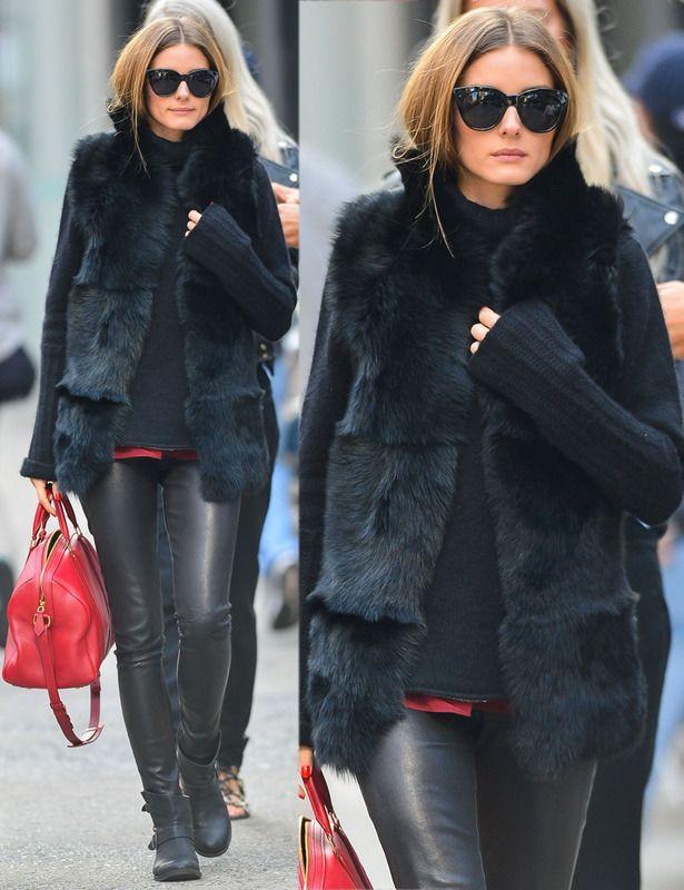 Olivia Palermo combate el frío de Nueva York con este chaleco de pelo en negro. Todo un acierto lucirlo en total look del mismo color con el detalle rojo del bolso.