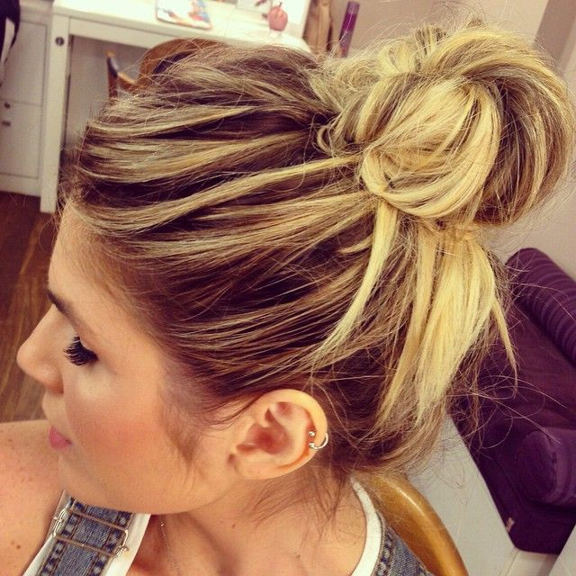 """Meus amores me arrumando! Quase pronta: coque """"podrim"""" @sedidier e make @natambasco! #makeup #make #hair @marcosproencacabeleireiros"""