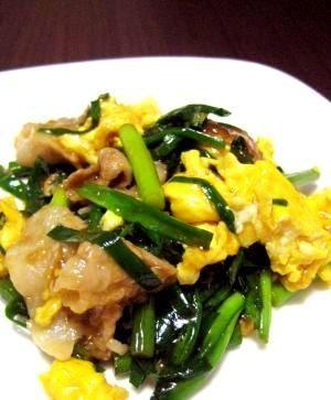「絶品!とろり♪豚ニラ玉」豚肉入れてボリュームアップ!メインのおかずになります。しっかり味で白いご飯がすすむ、絶品レシピです。【楽天レシピ】
