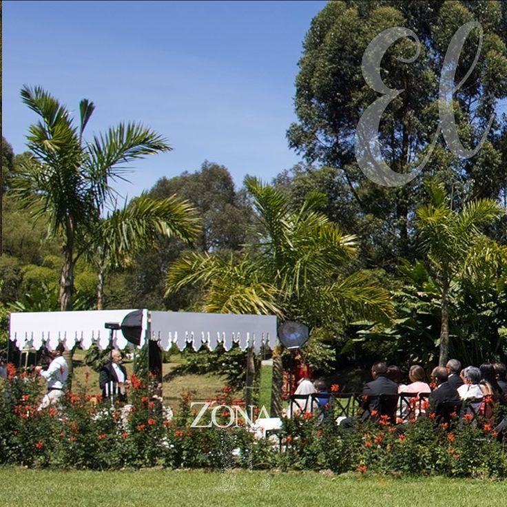 La naturaleza abraza al #GreenHouse @dekoncepto   Contáctanos al 3106158616 / 3206750352 / 3106159806 y reserva desde ya, atendemos todos los días de la semana y fines de semana incluido festivos. www.zonae.com   #ZonaE #ElEstablo #ZonaELlangrande #bodasmedellin #CasaBali  #Eventos #BodasAlAireLibre #weddingplaner #BodasCampestres #bodas #boda #wedding #destinationwedding #bodascolombia #tuboda #Love #Bride