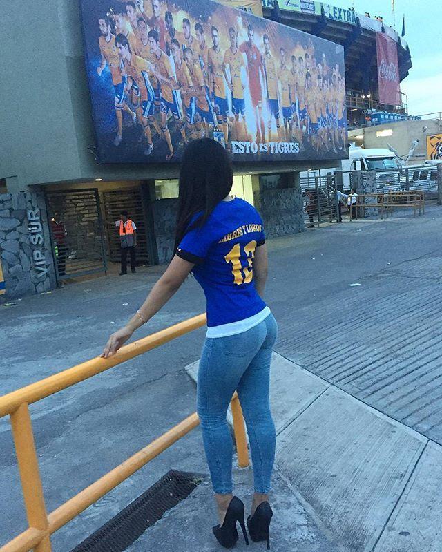Hoy jugó el campeón y @danielac.lara lo sabe! #bellezasmexicanas#mexicangirl#mexicanbeauty#latina#brunette#beautiful#guapa#hermosa#preciosa#pretty#bonita#sexy#sensual#hot#hothothot#sexygirlz#curvygirl#bodyperfect#perfectwoman#cuerpazo#delicious#bodyperfect#leggings#jeans#ass#butt#bootyyy#tigres#uanl#monterrey#picoftheday