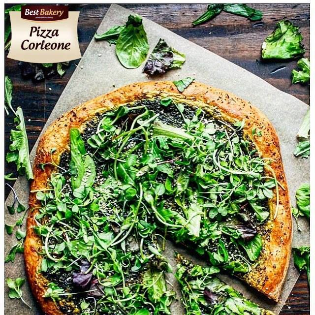 Dzisiaj zebrało nam się na wspomnienia lata - Pizza Wegetariańska na naszym kultowym Cieście w kulce Best Bakery idealnie się sprawdzała w upalne popołudnia🍕🍕🍕 A ponieważ zapowiada się śliczna końcówka tygodnia to może to dobry moment aby ponownie przygotować nasz wakacyjny specjał 🤨 Stefan 😁😎😍 #asunto #bestbakery #pieczywo #bagietki #kanapki #croissant #hamburegry #zapiekanki #ciabatta #IFollowYou #myfood #przepisy #pizza #minipizza #burgery #bułki #tapas #ciastodopizzy…