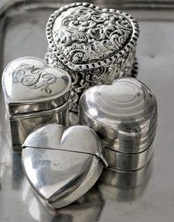 Silver trinket boxes•*´¨`*•.¸❤ ❥ ♡ ღ ɞ¸.•*´¨`*•