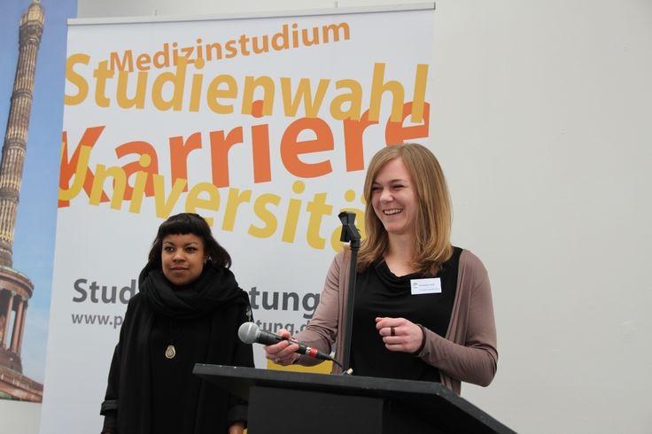 Hazel, die gerade ihr FSJ in einem Berliner Krankenhaus macht und anschließend gerne Medizin studieren möchte, sprach über ihre Erfahrungen während des FSJ.