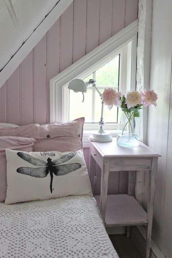 Arredare la camera da letto con i colori pastello - Camera bianca e lilla