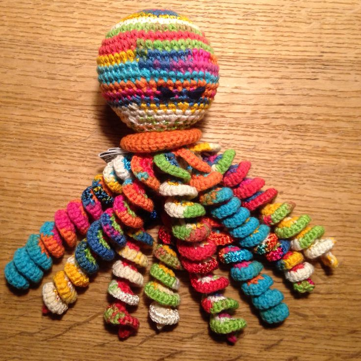 Squid with a bell and crackle plastic inside. Perfect crochet gift for a babyshower ❤️ 2016 - Katrine