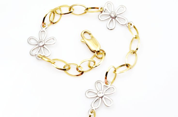 A #gold #bracelet for a blue Monday. #Fashion #Jewels #Jewelry