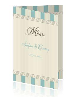Een menukaart maken voor een jubileumfeest of diner. Een stijlvolle menukaart met pastel blauw. Stel uw eigen menu samen.