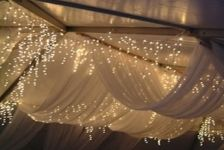 marque roof: Twinkle Lights, Wedding Receptions, Marque Roof, Style Inspiration, Fairies Lights, Soft Lights, Wedding Style, Nice Decor, Ceilings Decor