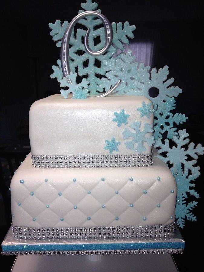 winter wonderland cake, love the snowflakes on this cake