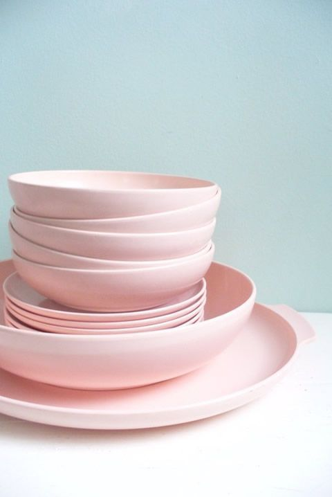Pink plates. @thecoveteur