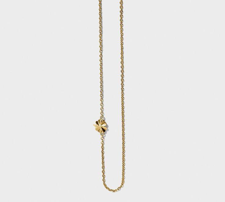 """Line og Jo halskæden """"Miss Nava Gold"""". En rigtig flot halskæde i 14 kt. matteret guld med et firkløver der giver held!"""