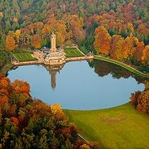 Uitzicht van boven op het jachthuis Sint Hubertus in het Nationale Park de Hoge Veluwe, Nederland