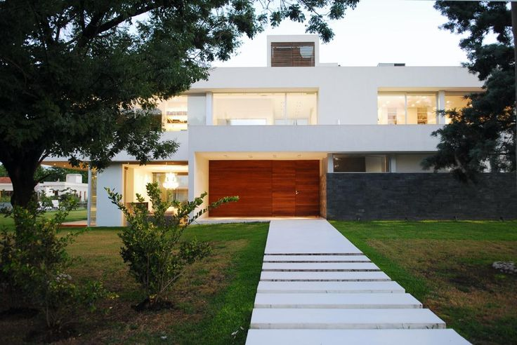 Pilar House  Más info: http://www.vanguardaarchitects.com/what-we-do.php?sec=house&project=38 #Architecture #Design #Arquitectura #Disenio #Casas #Houses #Fachada