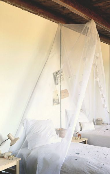 Chambre enfant avec rideau en toile