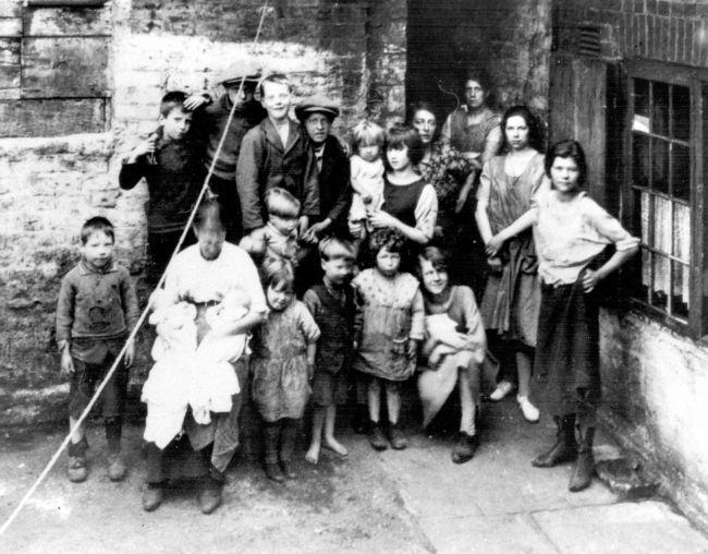 Poor Victorian Children  Family