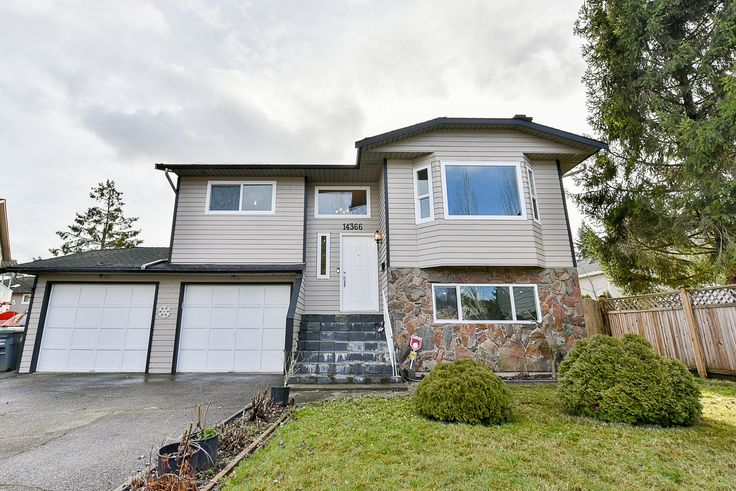 You won't be disappointed in this lovely home in a nice cul-de-sac home! Very nice & quiet location with a south facing sunny backyard. This 2 level home is perfect for a young family or an Investor. 3 Bedrooms up, 2 Bedrooms down.