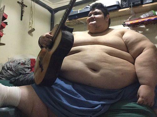 Intentarán reducir obesidad de hombre de 1000 libras...