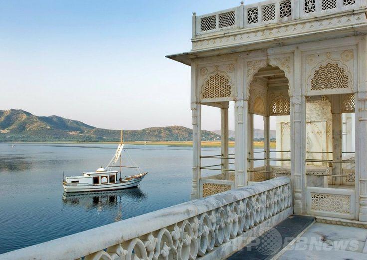 インド・ウダイプル(Udaipur)のレストラン「タージ・レイク・パレス(Taj Lake Palace)」。(c)Relaxnews/Taj Hotels Resorts and Palaces ▼18Mar2014AFP 世界で最も美しいレストラン、人気サイトが発表 http://www.afpbb.com/articles/-/3010516