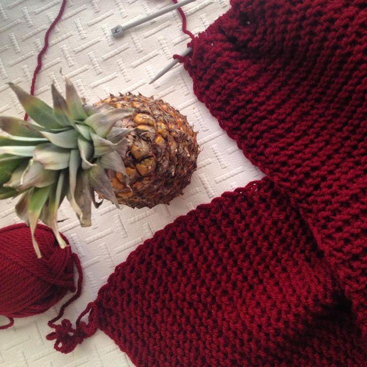 Растет новый шарф страстного цвета.