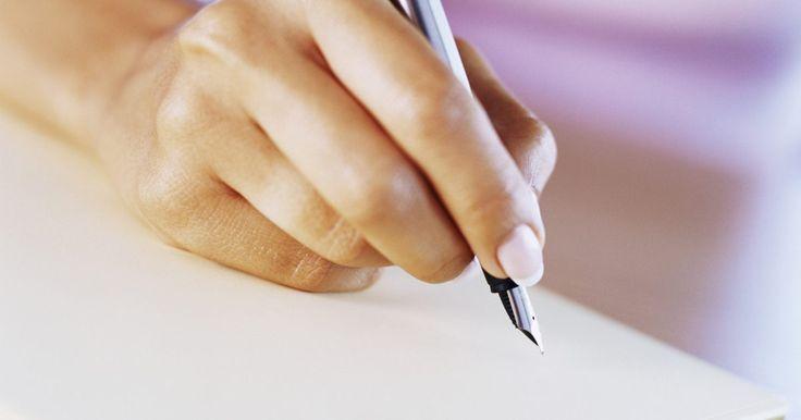 Cómo escribir un poema en prosa. La poesía con rima y metro fue la poesía estándar por siglos antes de los poetas modernos en los primeros años de 1900; a partir de ahí, los modernistas escribieron poesía en prosa. Aunque cualquier escrito debe tener ortografía y gramática correctas, hay muchas reglas que se pueden romper con licencia artística para transmitir las ideas del ...