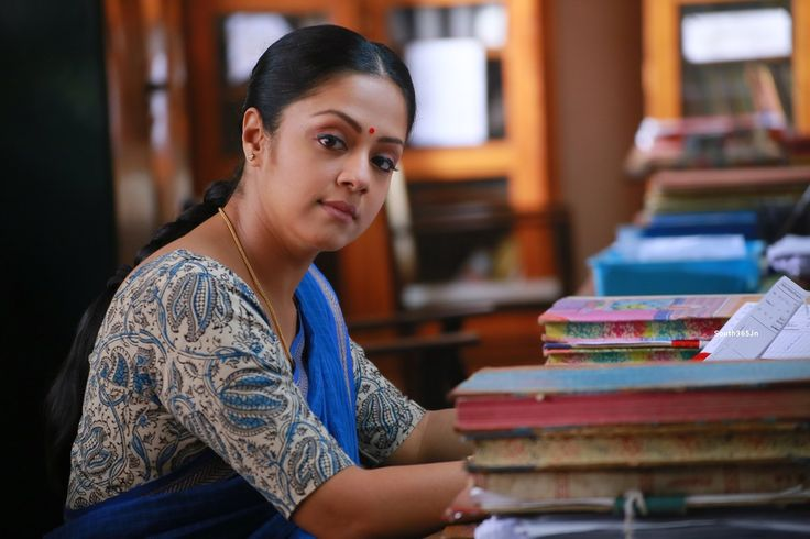 Tamil Actress Jyothika in Saree in 36 Vayadhinile Movie Pictures (4) at 36 Vayadhinile Heroine Jyothika Movie Wallpapers HD  #36Vayadhinile #Jyothika