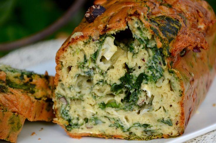 Cake au fromage de chèvre, noisettes et épinards