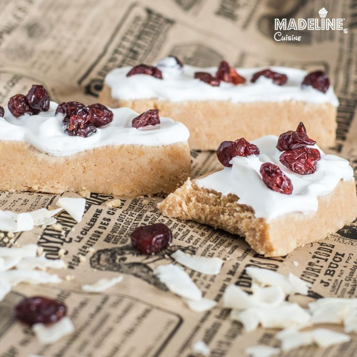 Batoane raw cu cocos si merisoare / Raw coconut & cranberry bars