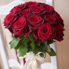 Букет из 15 красных роз «Элегантность»