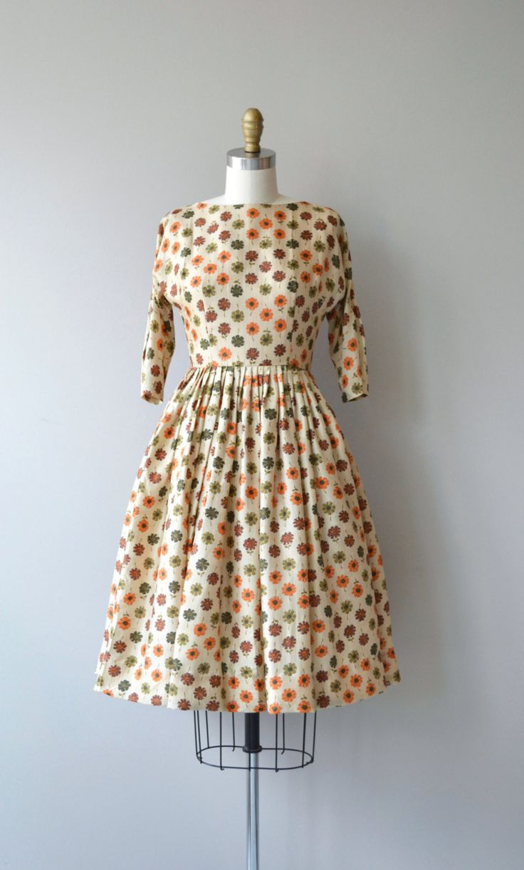 Vintage 1950s ecru silk dress with autumnal-hued flower print, scoop neckline, 3/4 sleeves, full skirt and metal back zipper. --- M E A S U R E M E N T S ---  fits like: xxs bust: 32 waist: 25 hip: free length: 37.5 brand/maker: n/a condition: excellent  ✩ layaway is available for this item  To ensure a good fit, please read the sizing guide: http://www.etsy.com/shop/DearGolden/policy  ✩ more vintage dresses ✩ http://www.etsy.com/shop/DearGolden?section_id=5986725  ✩ visit the shop ✩…