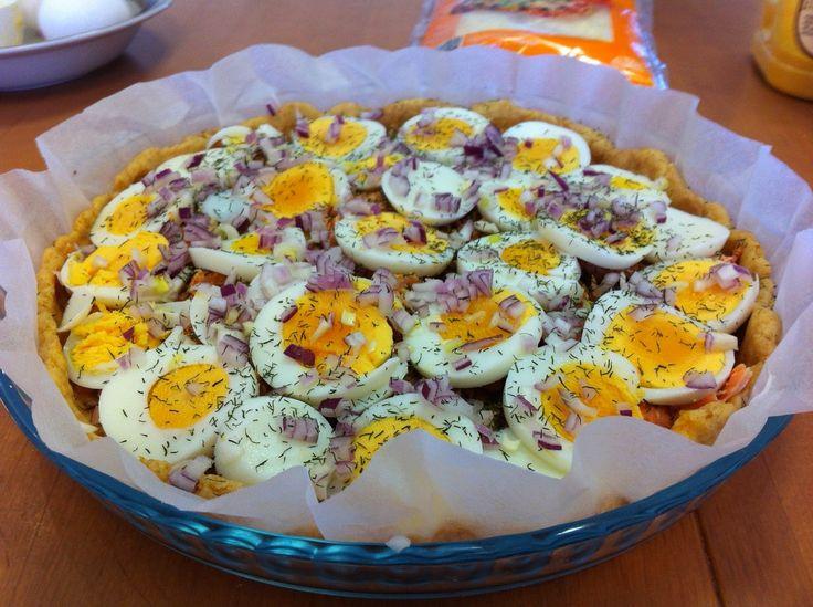 Lohi-munapiirakka on eräs monista suolaisista suosikkipiirakoista. Pohjaan antaa lisämakua perunamuusijauhe ja täytteen aineksia voi vaihdel...