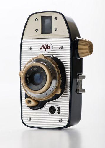 """Krzysztof Meisner, Olgierd Rutkowski, aparat fotograficzny """"Alfa"""", 1959. Wł. MNW"""