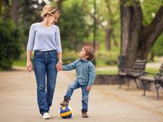 """10 Fragen an dein Kind, die besser sind als """"Wie war dein Tag?"""""""
