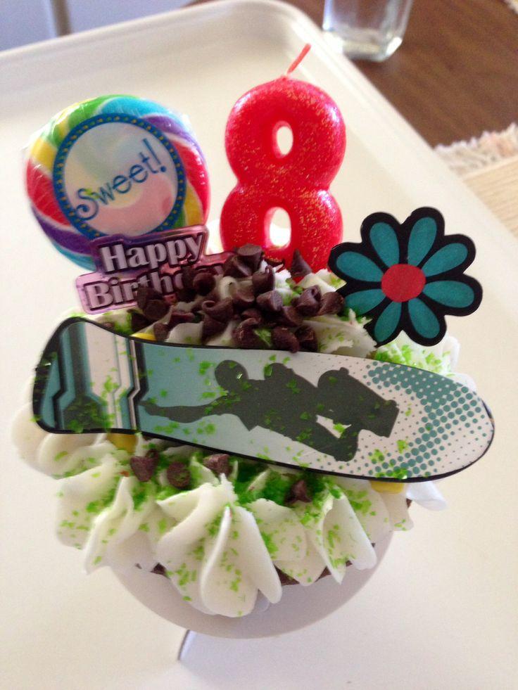 Skateboard cupcakes