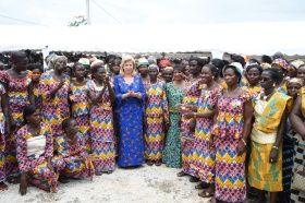 Le lundi 15 Septembre 2014, Madame Dominique Ouattara a procedé à  l'inauguration du siège de la Coopérative Agricole des Femmes d'Ananda (SOCAFA), en compagnie de Madame Henriette Bedie.