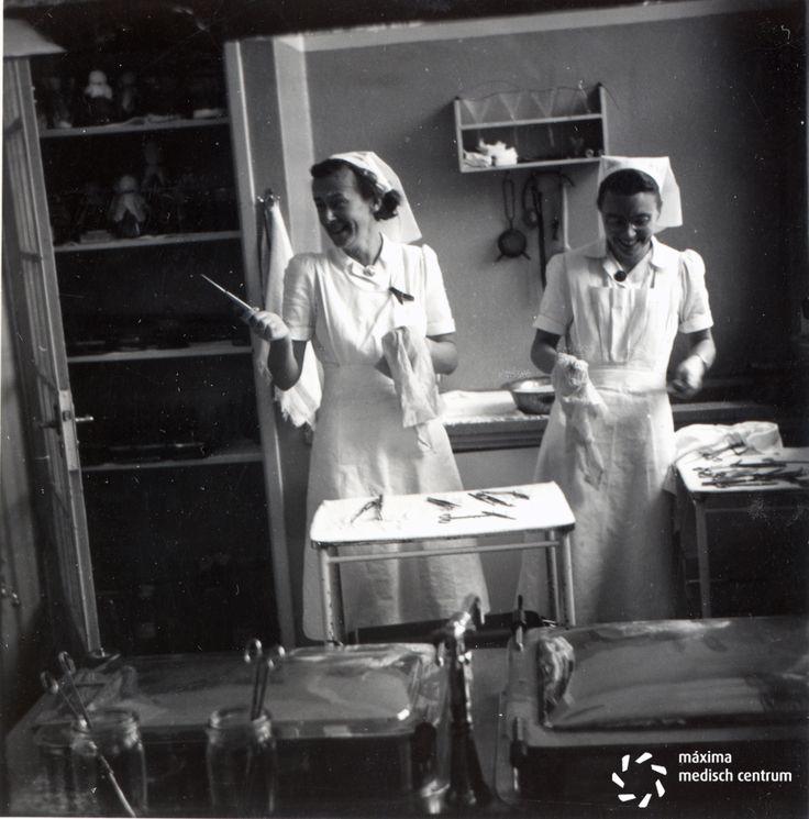Diaconessenhuis 1953. Op de operatieafdeling aan de Parklaan bij de uitkookpan