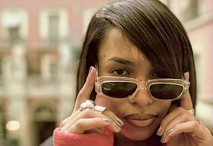 Pin By Aisha On Iconic In 2020 Movie Stars Aaliyah Haughton