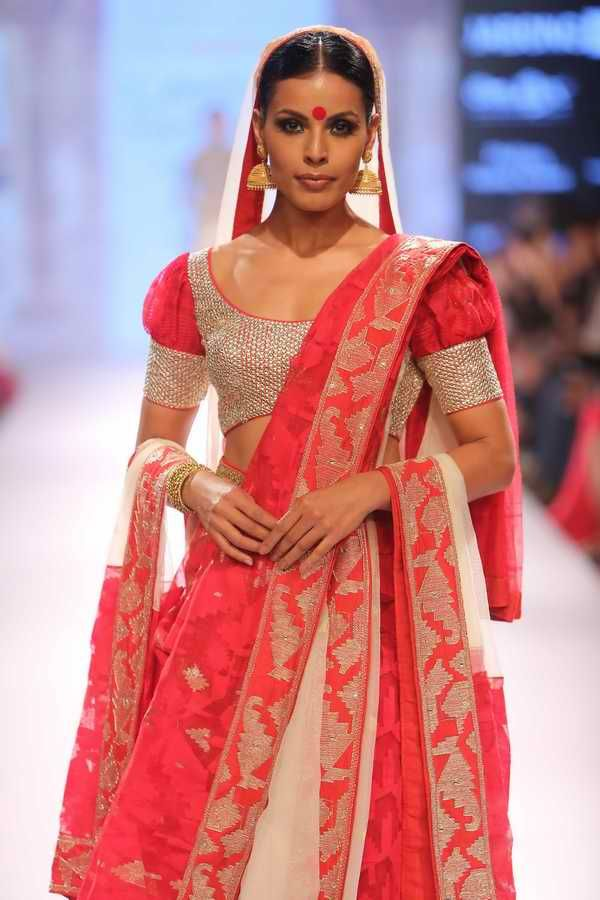 Lakmé Fashion Week – LAKMÉ SALON BRIDFAL SHOW BY NEETA LULLA