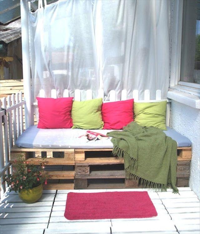Pallet balcony furniture: pallet sofa