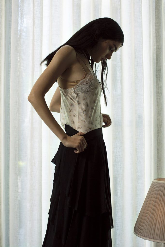 Bluz / Blouse: İpek Kıramer Etek / Skirt: Academia/ Beymen Sütyen / Bra: Eres Madalyon Yüzükler / Locket Rings: Cem Lokmanhekim Bilezikler / Bracelets: Louis Vuitton Madalyon Bilezik / Locket Bracelet: AU Vintage Boyunluk / Collar: Editöre Ait / Editor's Own