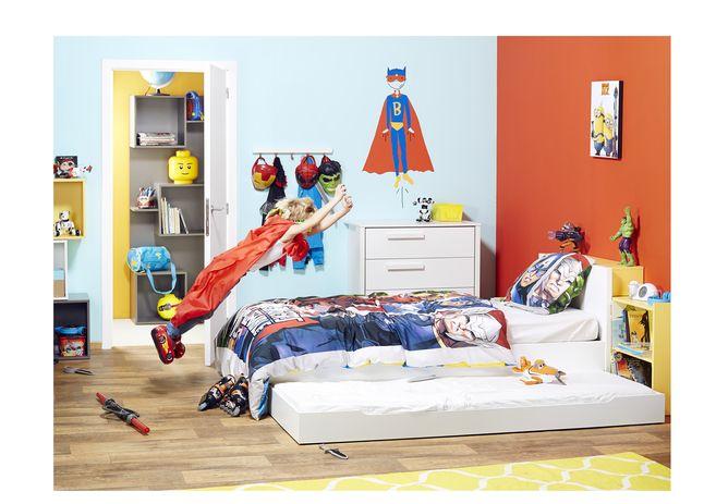 Strakke en stijlvolle slaapkamer voor kinderen. De kamer Basil bestaat uit een bed, bureau en kleerkast met 3 deuren. Afgewerkt met witte melamine. #Slaapkamer #Kinderen #Bed #Bureau #Kleerkast #Collishop