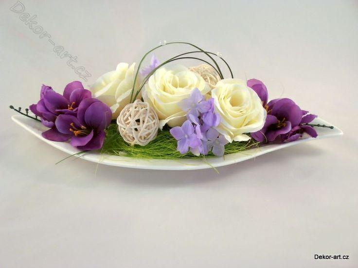 Dekorace do bytu s růží v bílém