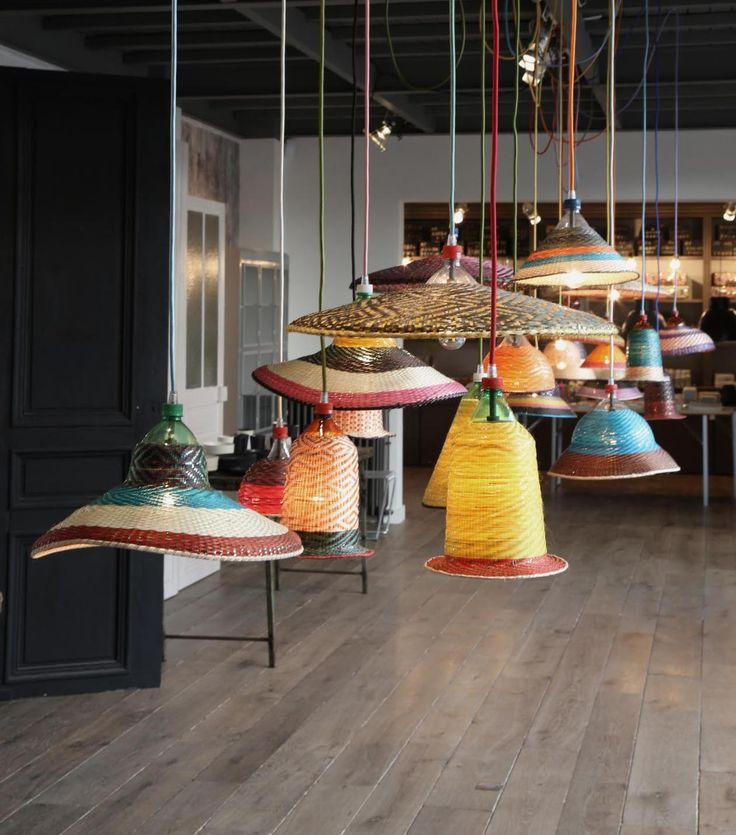 Bien plus qu\'un concept store, qu\'un magasin de mobilier design, Merci est un lieu unique de rencontres, d\'expositions éphémères, et de dégustation
