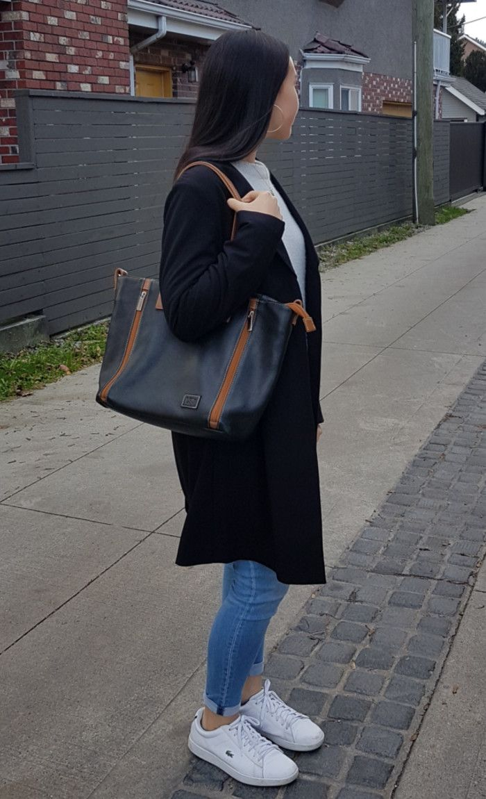 Toronto Leather Handbag Practical And Elegant That Will Make You Look à La Mode The Grain Black Tan Strap