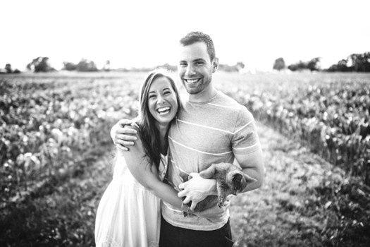 """""""Já percebeu que, quando alguém tem a coragem de romper os paradigmas e dar uma boa gargalhada, queremos logo saber qual o motivo e ficamos ansiosos para sorrir juntos? É que sorrir torna a vida mais leve e as relações também.'"""